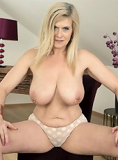 Peachy milf in stockings playing with shaved twat